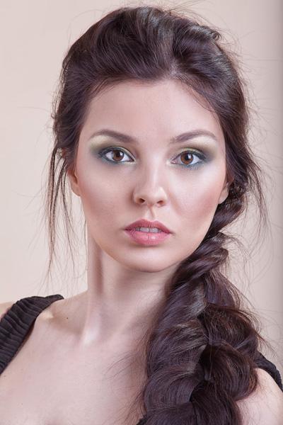 Нежная прическа и макияж